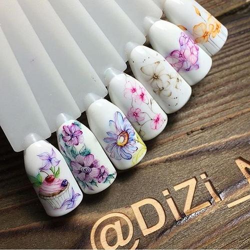 весенний маникюр с цветами акварель