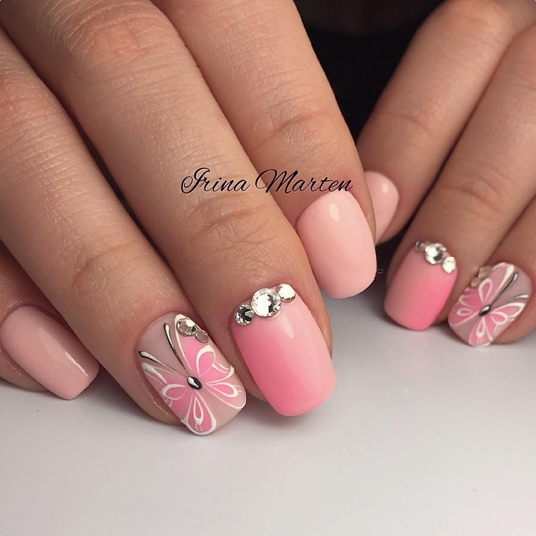 весенние-ногти-на-май-день-матери-с-бабочками