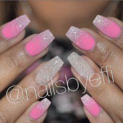 блестящие ногти на выпускной розово-белые