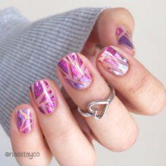 ногти на выпускной в розовом оттенке с геометрическим рисунком