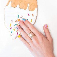 маникюр с конфетами