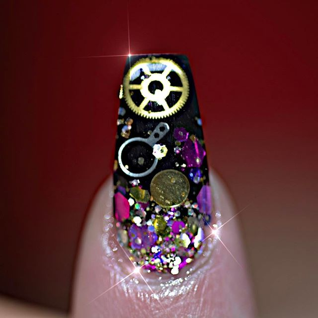 glitter-steampunk-nails