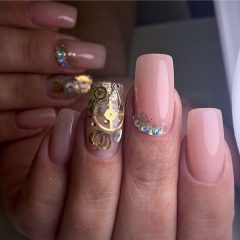 nude-steampunk-nails-with-gemstones
