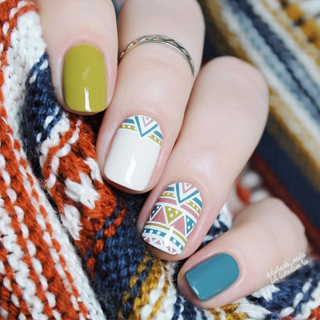 geometric nail design for fall season