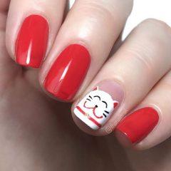 красный маникюр счастливый кот