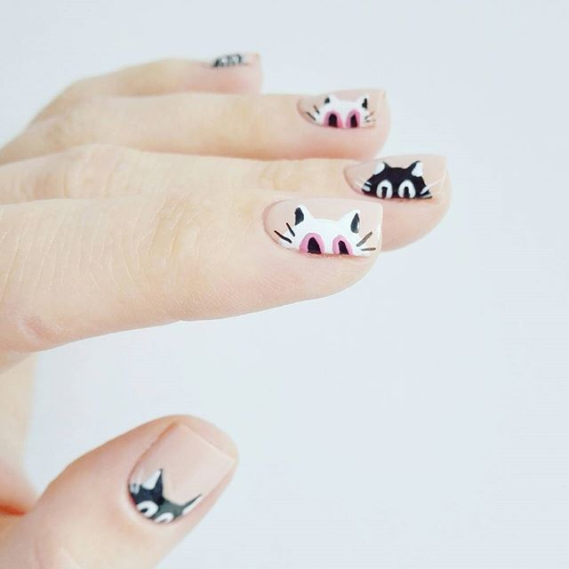 nail design with kitty-cats