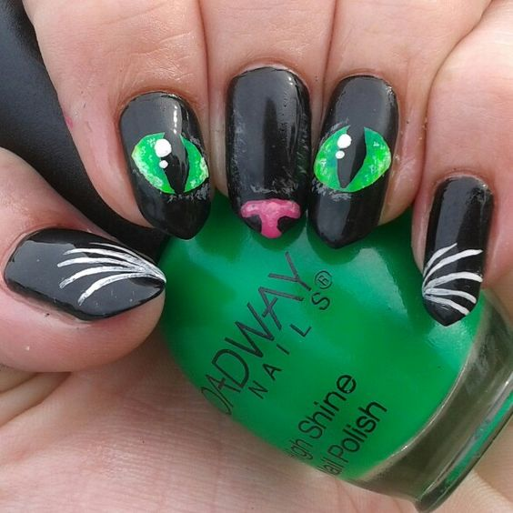 bleck cat nail design with green eyes