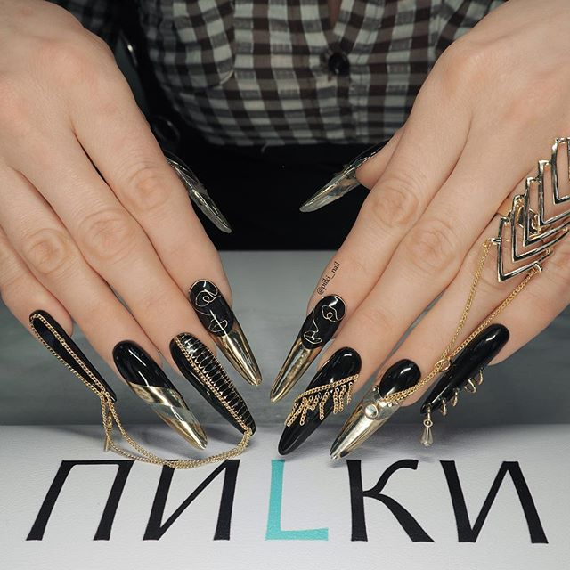 manicure with chains