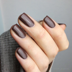 темно коричневый маникюр на осень