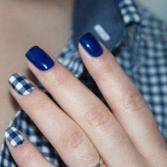 темно синий осенний маникюр