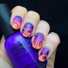 фиолетовый маникюр со скелетом