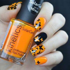 черно-оранжевый маникюр с бабочками на хеллоуин