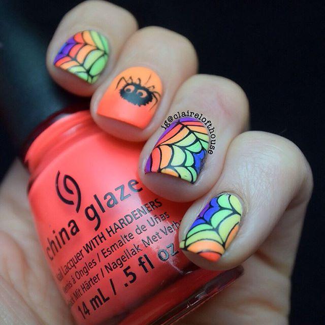 Разноцветные ногти с паутиной и милым паучком