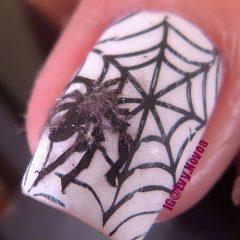 белый маникюр на хэллоуин с мохнатым и пушистым пауком