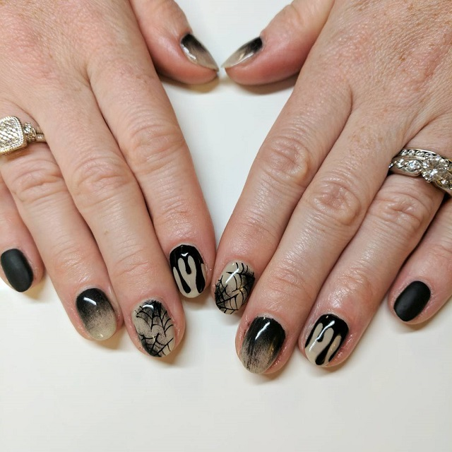 goth Halloween spider web design for nails