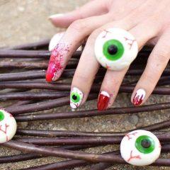 маникюр глаз с кровью