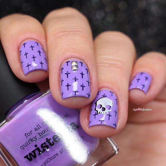 фиолетовый маникюр с крестиками