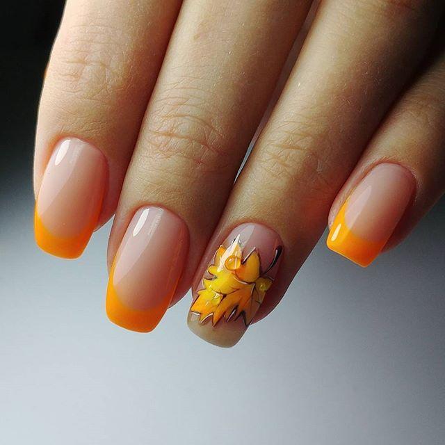 оранжевый французский маникюр с листком на осень