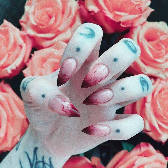 острые ногти с кровью на хэллоуин