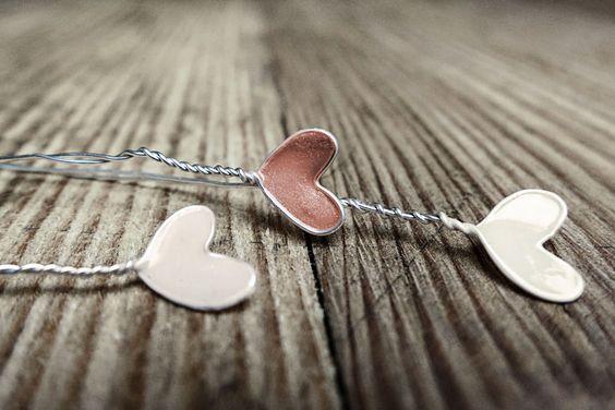 декор сердца из проволоки и лака для ногтей