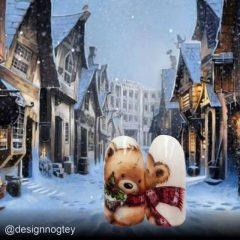 маникюр с новогодне рождественским медведем