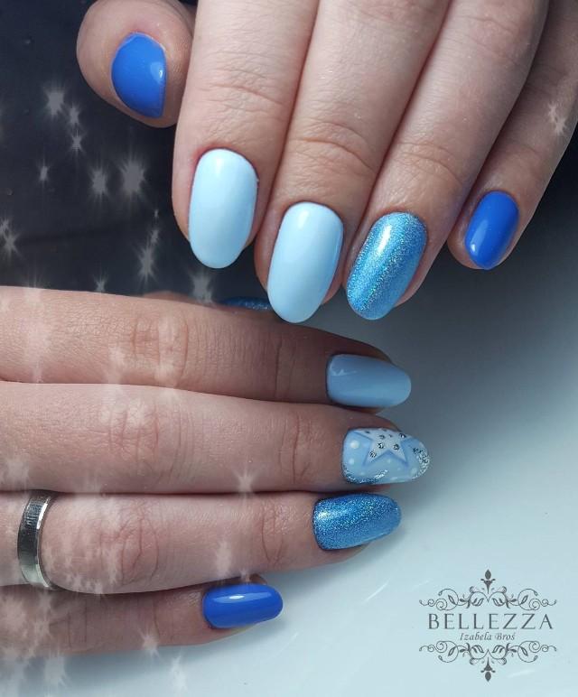 голубой маникюр со звездой
