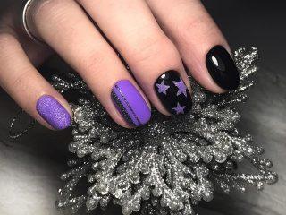 фиолетово-черный маникюр со звездами