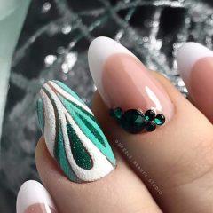 бело-зеленый новогодний френч