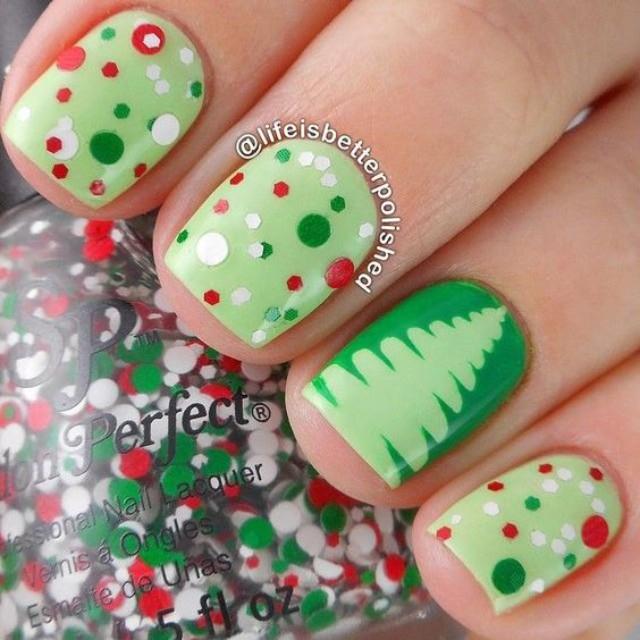 зелено салатовый маникюр с елкой и конфетти
