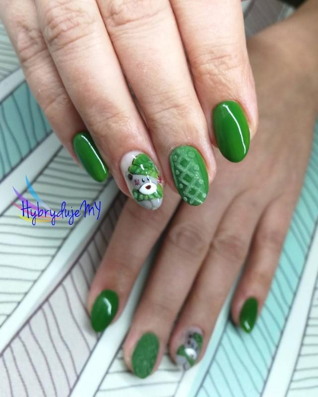 зеленый ногти с вязаным дизайном и мишкой