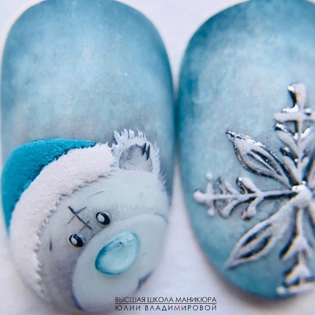объемная снежинка на ногтях