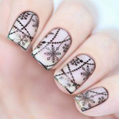 Черные снежинки на ногтях