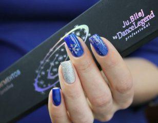сине серебряный маникюр со снежинками