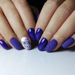 фиолетовый вязаный маникюр с медведем