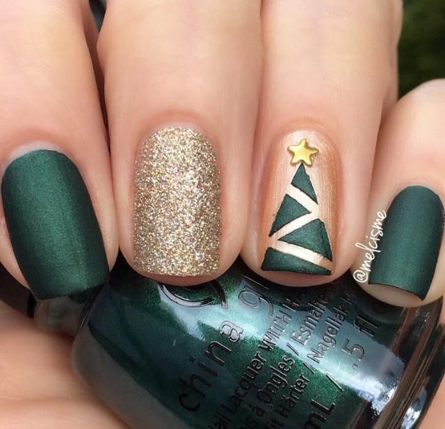зелено золотистый маникюр с елкой лентами