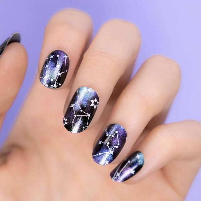 сине фиолетовый маникюр звездное небо