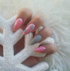 серо розовый маникюр со звездами