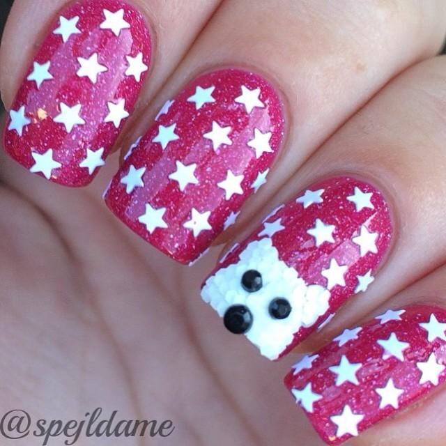 розовый маникюр с белым медведем из блесток