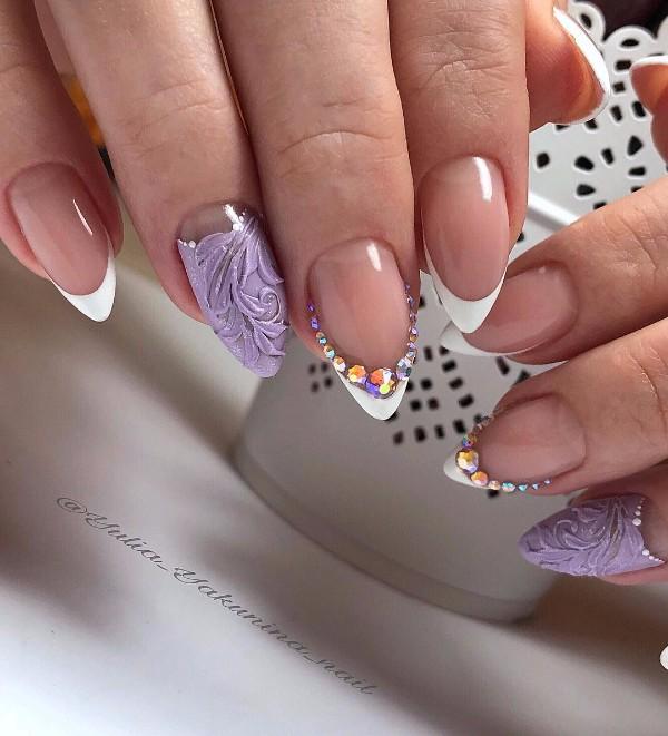 фиолетово-белый маникюр френч на новый год