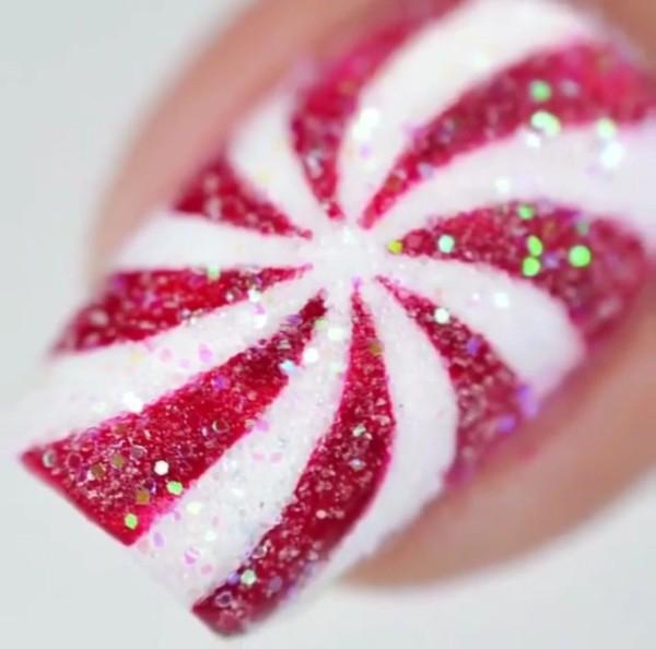 маникюр Рождественская конфета красно-белая с блестками