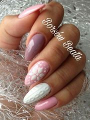 розово белый маникюр свитерок