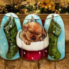 рождественский маникюр с собачкой в носке