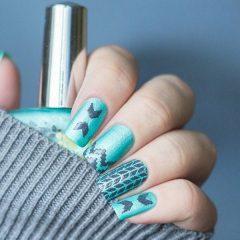 мятный блестящий маникюр стемпинг свитер на ногтях