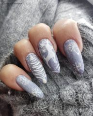 серый маникюр свитер кашемир-плюш
