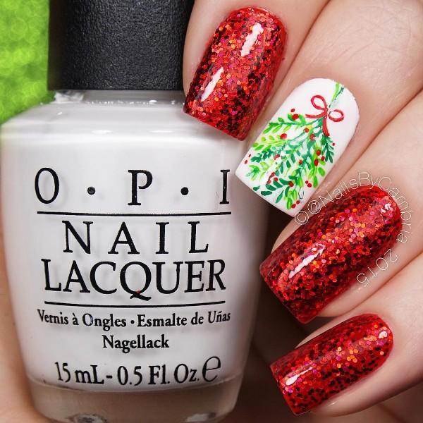 красный маникюр с блестками и ветками омелы на Рождество