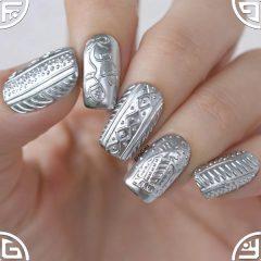 металлический вязаный маникюр свитер в серебре