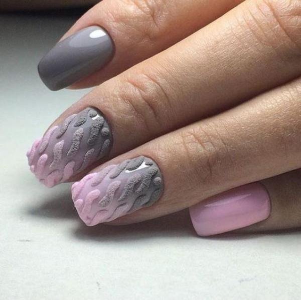 розово серый трехцветный маникюр