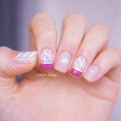 ярко розовый и белый свитер на ногтях