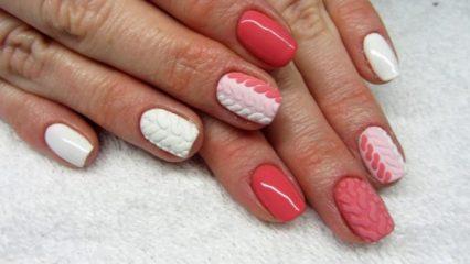 трехцветный розово белый вертикальный градиент на ногтях со свитером