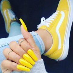 маникюр-под-желтые-кроссовки